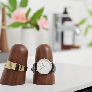 Time-off watch holder_walnut