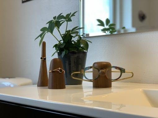 bathroom_keeper_time-off_nosey_walnut