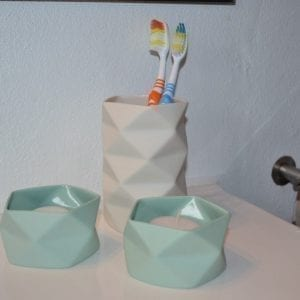tandkrus, keramik, lysestage, hvid, groen, design, indretning, brugskunst, til badet, tandboerste. trine rytter