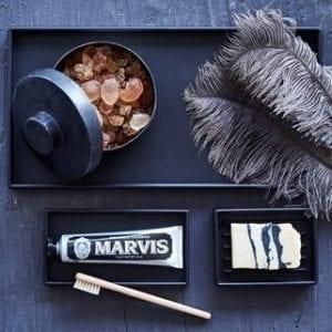 pyntebakke, opbevaringsbakke, bakke, sort design, dansk design, gummi, inspiration, rektangulær bakke, sejdesign