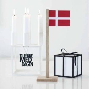 BFD1-TMDS2-bordflag-dansk-flag-foedselsdag-egetrae-interioer-bolig-moderne-inspiration-design-pynt-ophaeng-nordic-Felius