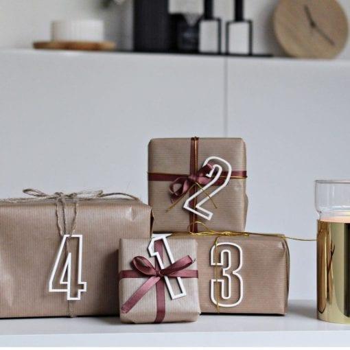 ATHS6-Advent-tal-hvid-jul-pynt-design-adventstal-interiør-bolig-ophæng-dekoration-minimalistisk-Felius-Design-2