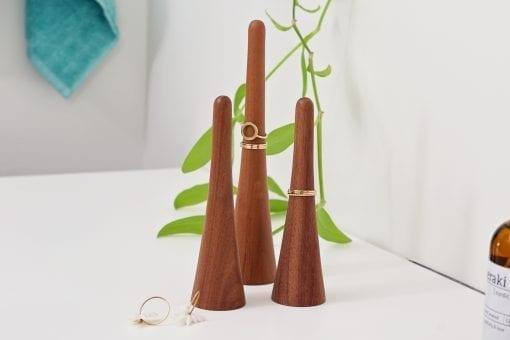 keeper walnut-dot aarhus-ring holder-smykkeholder-ringholder