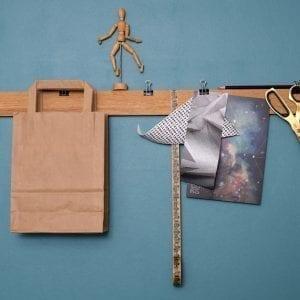 opslagstavle-i-egetrae-paper-rack