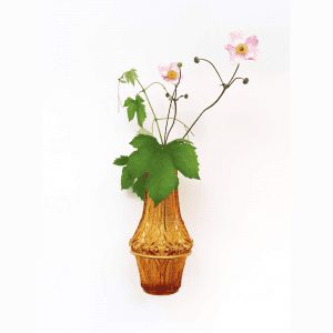 vase på vaeg_platwire_leerbaek_dansk design