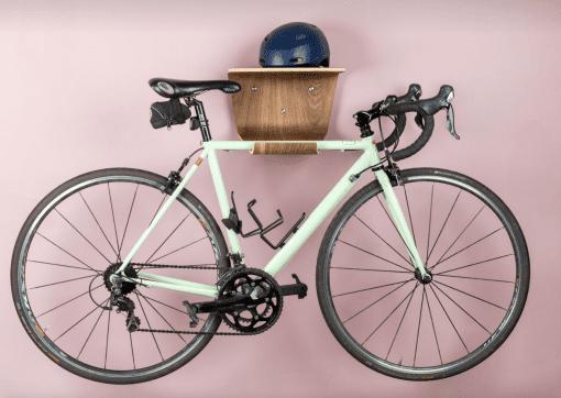 cykelholder - cykelophaeng - gren cykelholder i valnoed - made by bent - modernhousedk