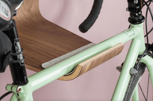gren cykelholder - cykel holder - cykelholder i valnoed - made by bent - modernhousedk