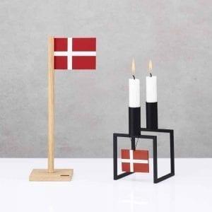 BFD1-FLRH2-bordflag-dansk-flag-fødselsdag-egetræ-interiør-bolig-moderne-inspiration-design-pynt-ophæng-nordic-Felius