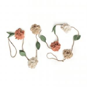 gamcha-guirlande-blomster-pigevaerelse-indretning-barselsgave-modernhouse