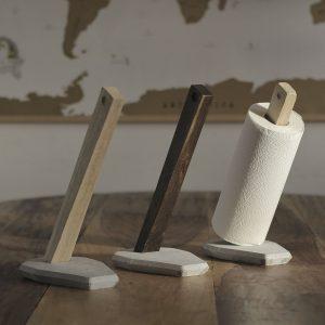 koekkenrulleholder i trae - heldal design - dansk design