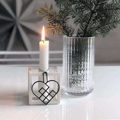 JHSS2-julehjerte-sort-jul-pynt-design-interiør-bolig-ophæng-dekoration-minimalistisk-Felius-1