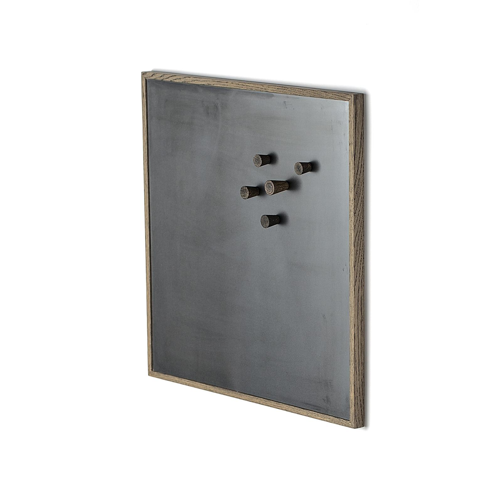 The Oak Men – Notice Board – Mørk Egetræ/Sort, Mellem