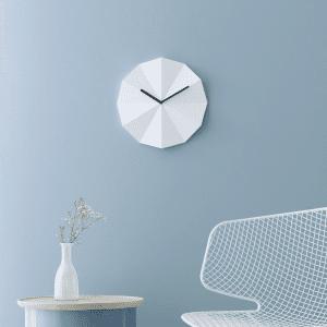 Lawa design - lawadesign - delta clock - hvid med sorte viser - indretning - ure - designer vaegure